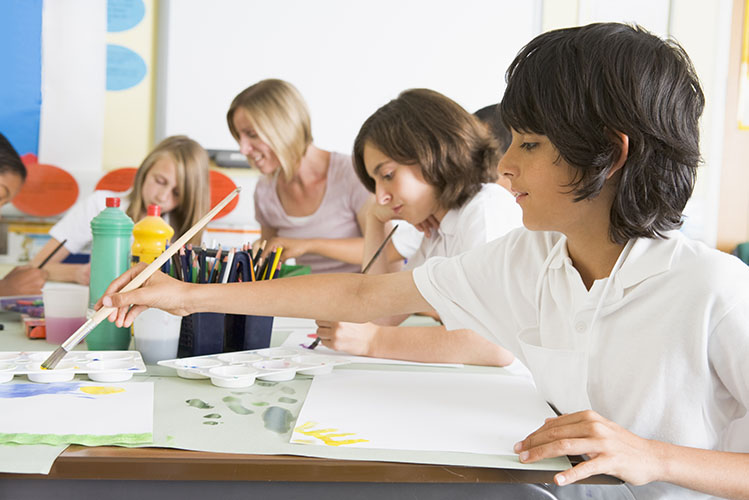 children painting class