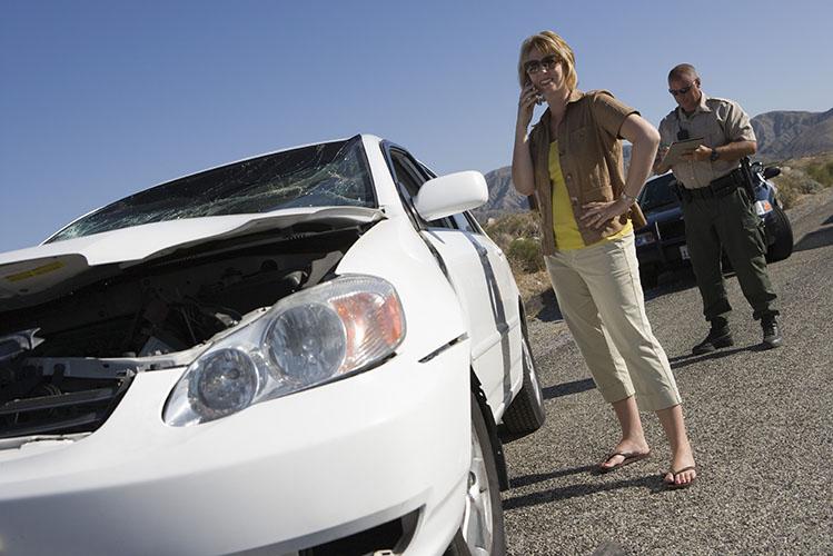 Police man and woman reporting car crash