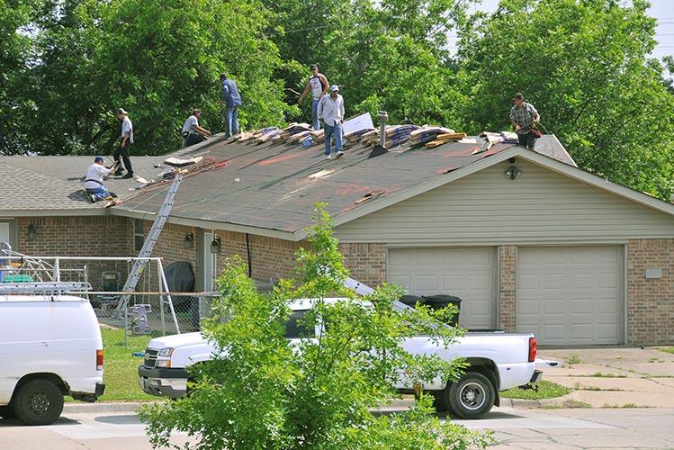 roof repair workers