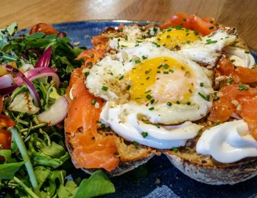 sandwich salmon fried egg